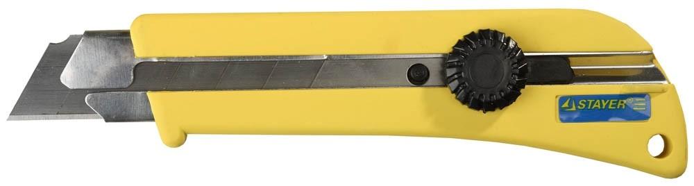 Нож STAYER PROFI с выдвижным сегментированным лезвием (25 мм)Ножи<br>Профессиональный нож STAYER применяется для реза различных материалов: линолеума, ковровых покрытий, гипсолитовых плит, гипсокартона, кровельных материалов, пластика, дерева с применением значительных усилий.<br>