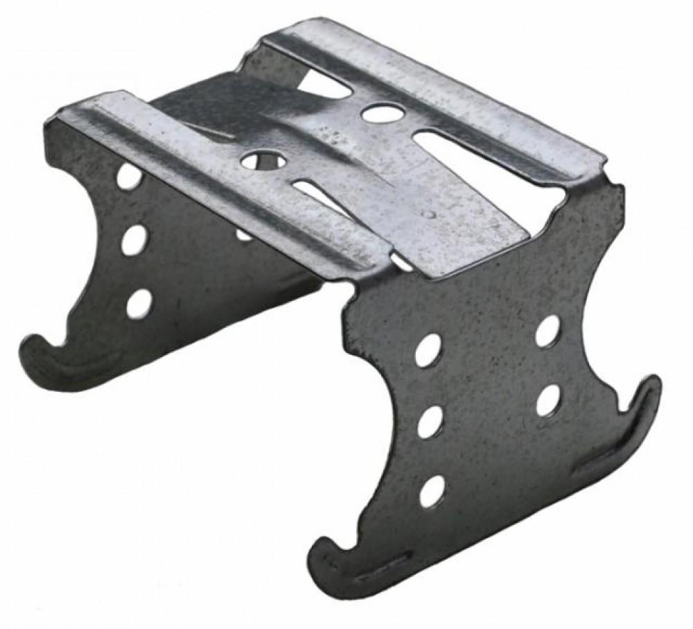 Подвес двухуровневый с зажимом (60/27 / толщина 0.7 мм)Крепеж для ГКЛ<br>Для устройства подвесных потолков оригинальной конструкции используется подвес двухуровневый 60/27. Он представляет собой крепежный элемент «П» - образной конфигурации, каждый из концов, которого имеет специальную изогнутую форму позволяющую обеспечить надежную фиксацию с потолочным профилем.  С помощью данного подвеса легко, а главное просто создавать каркасную основу потолка, находящуюся не только в одной плоскости, но и на разных уровнях. Крепеж одевается на несущий потолочный профиль, в свою очередь осн<br>