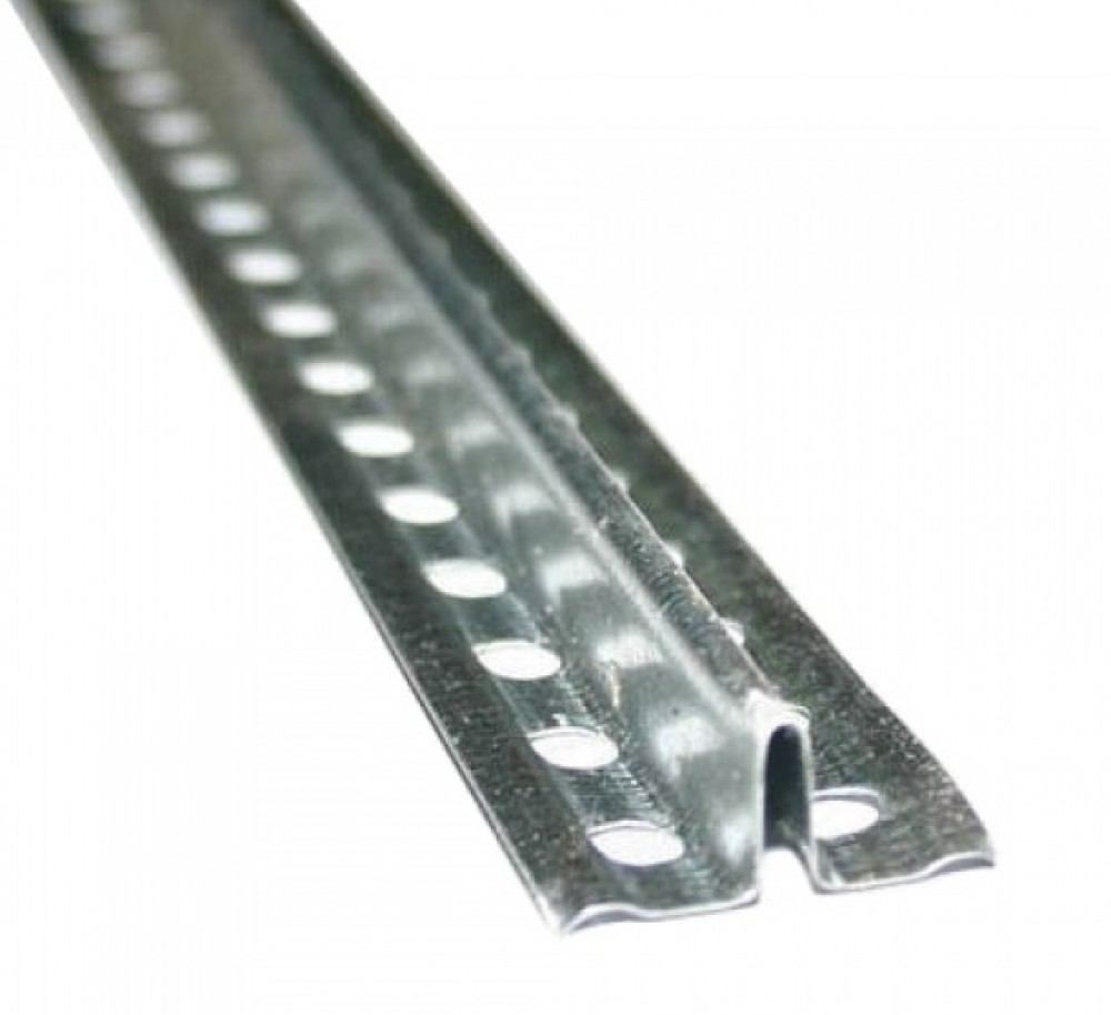 Маяк оцинкованный (10 мм / 3 м)Профиль специальный<br>Выравнивание стен штукатурными смесями требует от мастера определенной квалификации. Однако используя маяк оцинкованный 10 мм (3 м), с подобной работой может справиться и непрофессионал. Специальный профиль позволяет существенно упростить процесс распределения штукатурки по основанию требуемым слоем.Преимущества использованияМаяк представляет собой длинномерный строительный элемент с глубиной 10 мм., позволяя использовать его на поверхностях со значительными перепадами (более 5 мм.). Применение профиля дает<br>