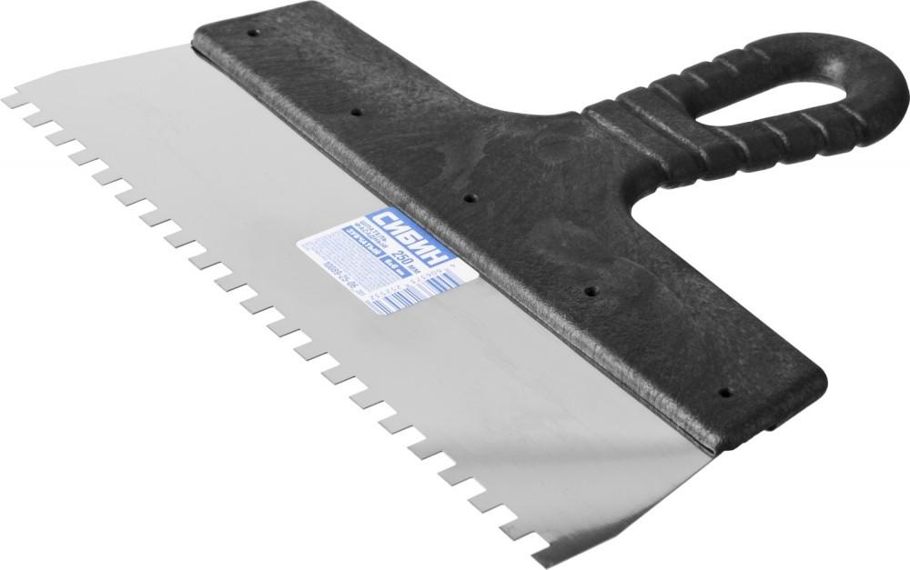 Шпатель нержавеющий СИБИН зубчатый (250 мм / 6 мм)Шпатели, кельмы, гладилки<br>Укладка керамической плитки достаточно трудоемкий процесс, однако применение специального инструмента позволит существенно упростить работу. Главным «оружием» плиточника является шпатель. От его выбора зависит качество итогового результата и скорость проведения отделки. Так, шпатель нержавеющий СИБИН зубчатый (250 мм / 6 мм), применяется в основном для приклеивания небольшой по размерам и толщине плитки, например: 15Х20 или 20Х20 см. Помимо этого может использоваться для декорирования стен мозаикой. Инструм<br>